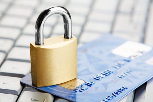 Банки начинают блокировать счета украинцев