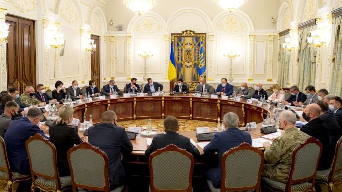 СНБО ввел ограничения против 100 украинцев, которые находятся под санкциями США