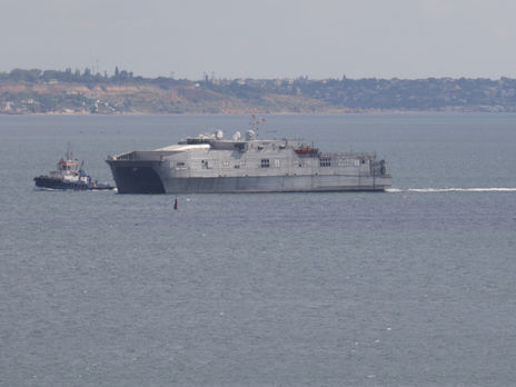 Транспортно-десантный корабль ВМС США направляется в Черное море