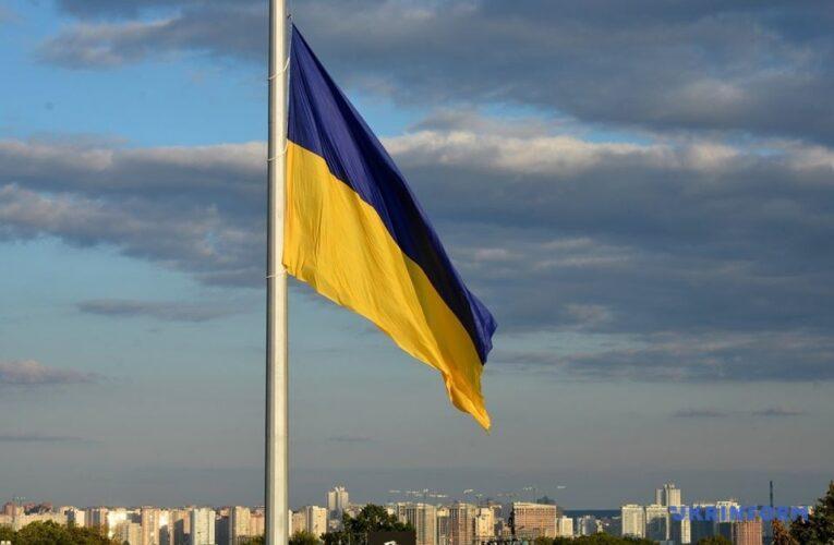 На установку гигантских флагов ко Дню Независимости потратят 170 миллионов