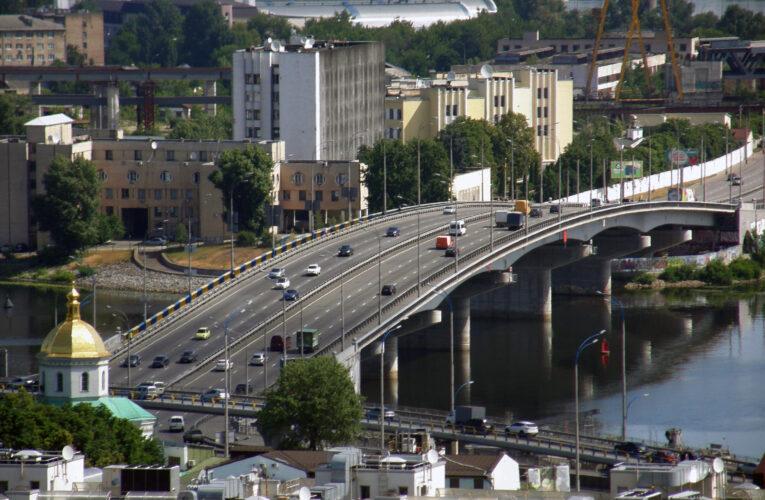 В Киеве ограничат движение по одному из мостов (карта)
