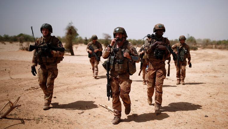 Вслед за бегством США из Афганистана Франция выводит войска из Мали