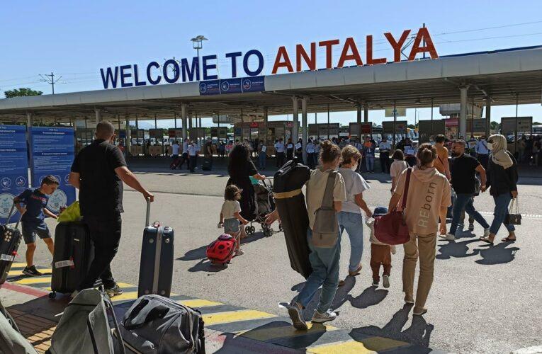 Из отелей Турции эвакуируют туристов