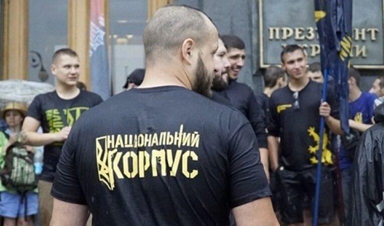Нацкорпус снес советскую инсталляцию на Майдане