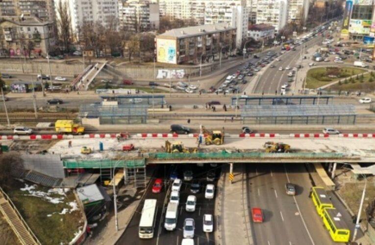 В Киеве перекроют Индустриальный мост: когда и схема объезда