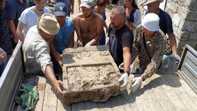 Оккупанты вывозят артефакты из Крыма
