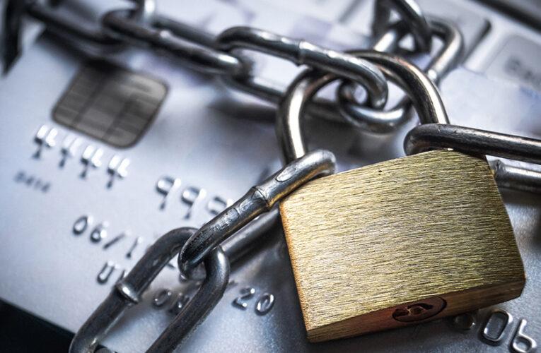 Названы причины, по которым банки блокируют карты украинцев