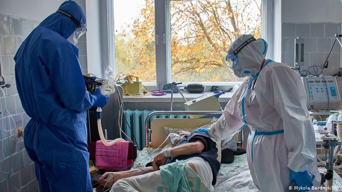 Эксперты сообщили время наступления пика заболеваемости в COVID-19 в Украине