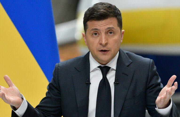 Год назад Зеленский пообещал уйти с поста Президента